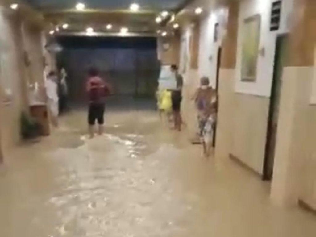 Banjir Sempat Terjang Ruang Isolasi Pasien COVID-19 di Karawang