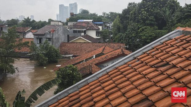 Banjir setinggi 100-230 centimeter melanda kawasan Kemang Selatan, Kelurahan Bangka, Kecamatan Mampang Prapatan, Jakarta Selatan, sejak Sabtu (20/2) dini hari. CNN Indonesia/ Khaira Ummah
