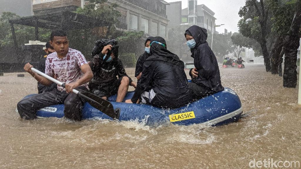 Diguyur Hujan Deras, Jalan Kemang Raya Banjir