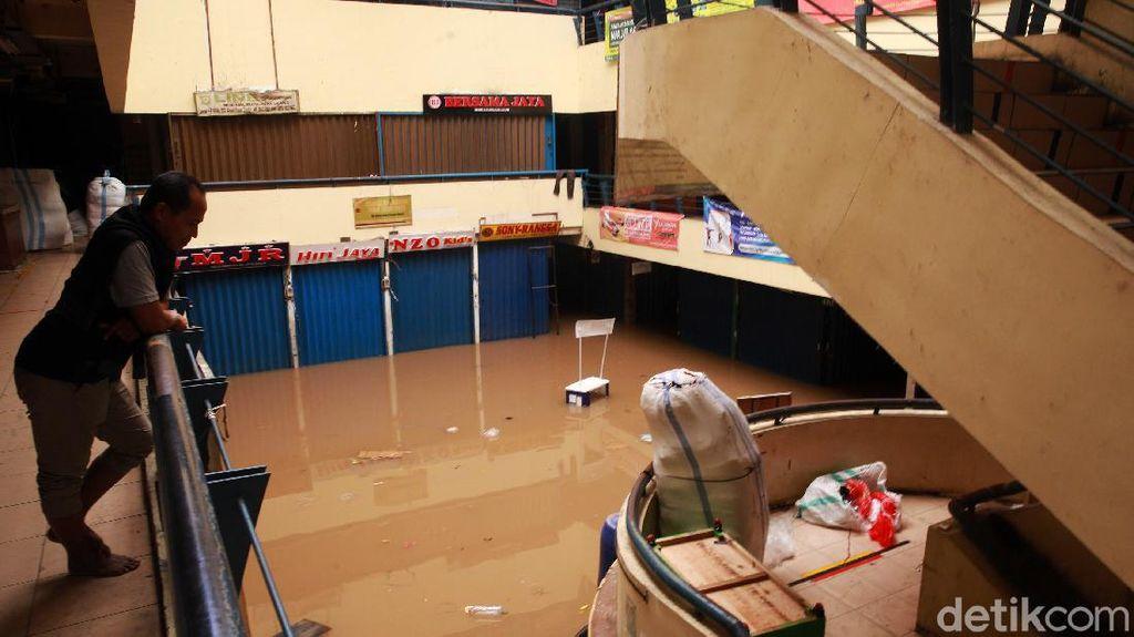 Banjir Rendam Pasar Cipulir