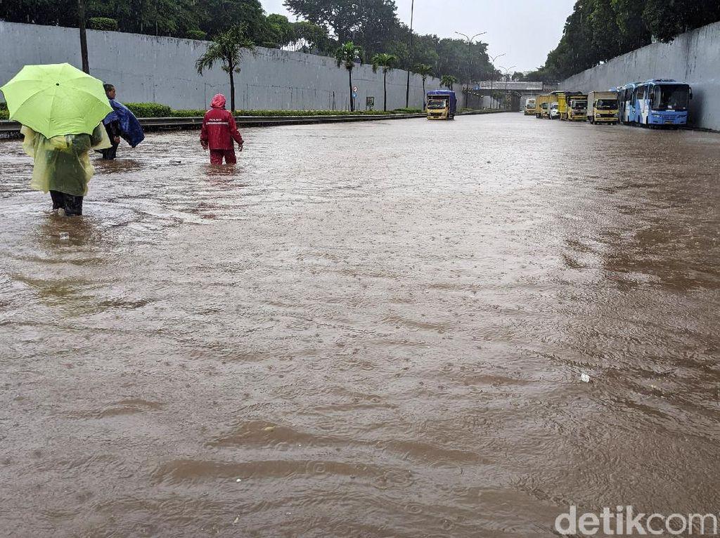 Saat Tol Jabodetabek Lumpuh Dikepung Banjir