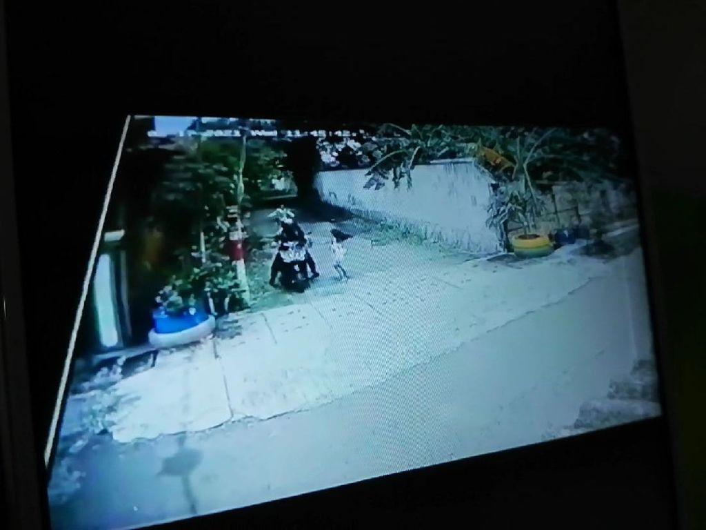 Rebut HP yang Dijambret, Bocah SD di Pasuruan Terseret Motor Terekam CCTV