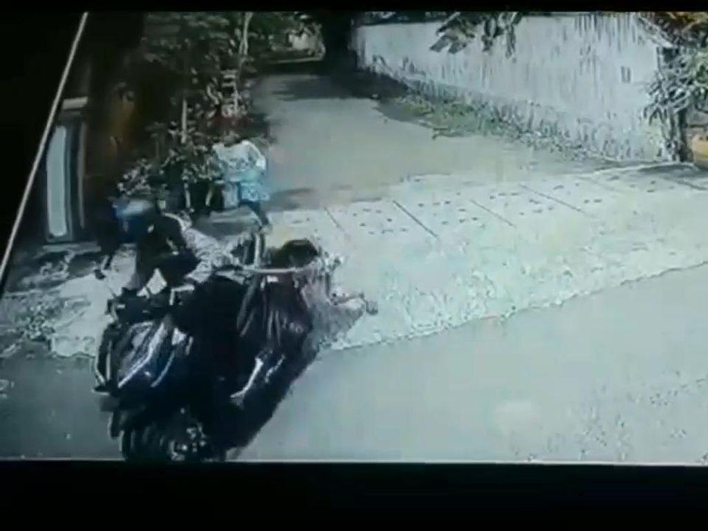 Detik-detik Bocah di Pasuruan Terseret Motor Penjambret