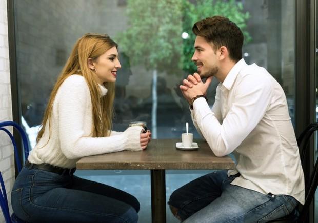 Ingatlah bahwa teman kencan tetap orang asing.