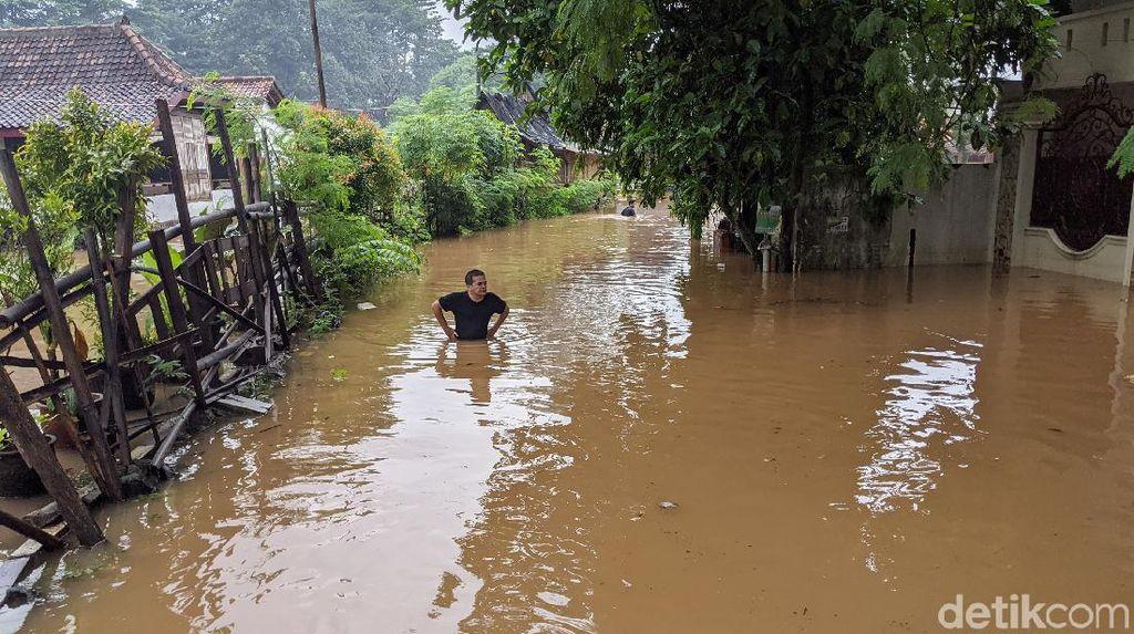 Kali Pesanggrahan Meluap, Kompleks Deplu Kebanjiran