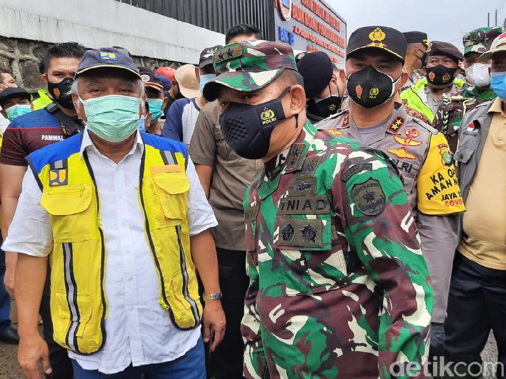 Susul Menteri PUPR, Kapolda Metro-Pangdam Jaya Tinjau Banjir PGP Bekasi