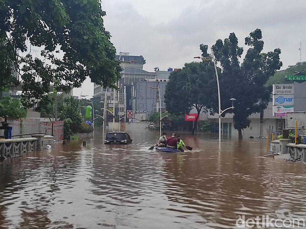 Banjir di Kemang Capai 1,5 Meter, Banyak Mobil Terendam