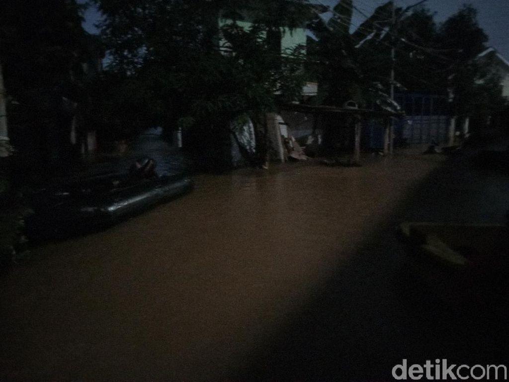 Banjir di Cipinang Melayu Belum Surut, Sejumlah Lansia Bertahan di Rumah