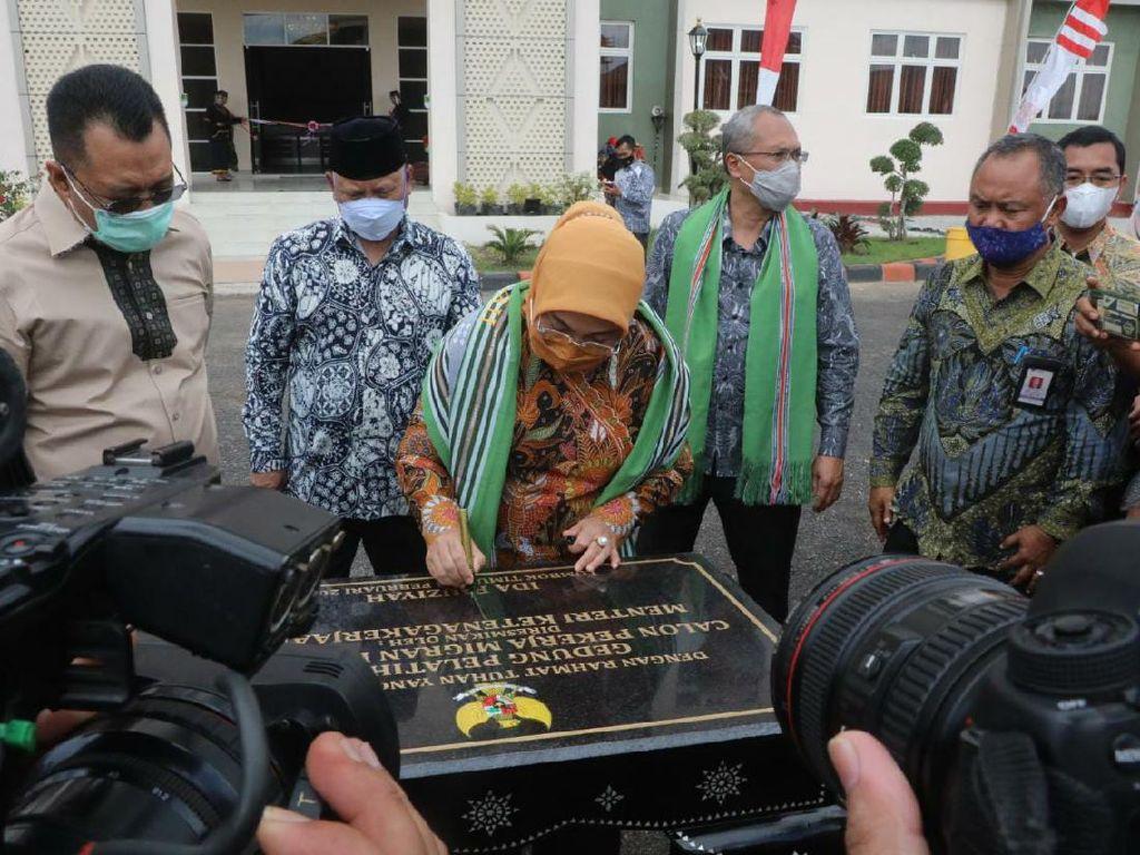 Menaker Resmikan Workshop Pelatihan Calon TKI di Lombok Timur