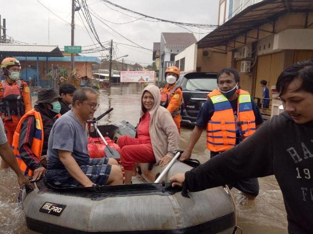 Sisir Banjir di Wilayah Jakarta-Tangerang-Bekasi, Basarnas Imbau Warga Ngungsi