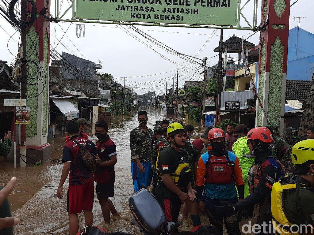 Pondok Gede Permai Banjir Akibat Tanggul Jebol, Garis Polisi Dipasang