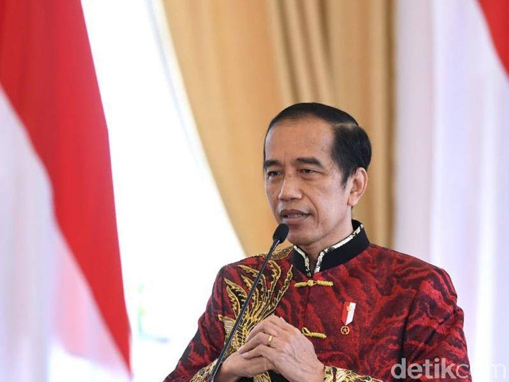 Berpakaian Changshan Warna Merah, Jokowi Hadiri Perayaan Imlek Nasional