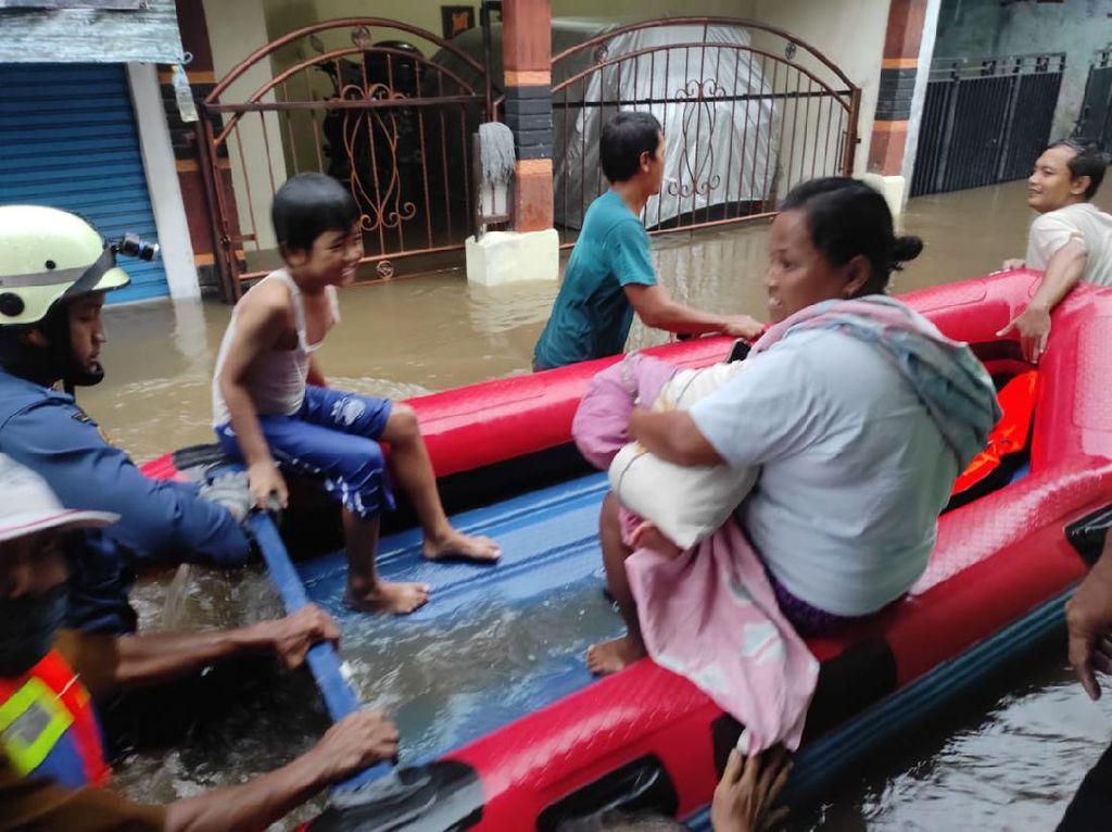 Banjir 1,5 Meter Rendam Permukiman di Ciracas Jaktim, 3 RT Terdampak