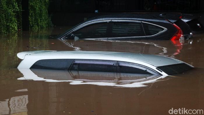 洪水時の一連のヒント:自動車保険の請求への電気をオフに