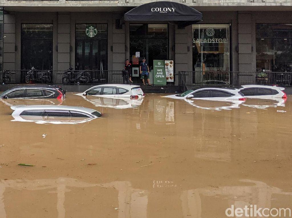 Mobil Rusak Gara-gara Terendam Banjir Ditanggung Asuransi?