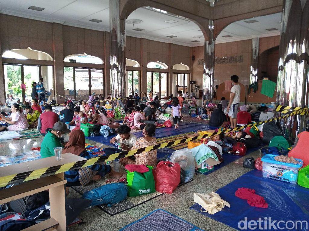 Banjir di Cipinang Melayu Jaktim, Pengungsi Butuh Diaper hingga Masker