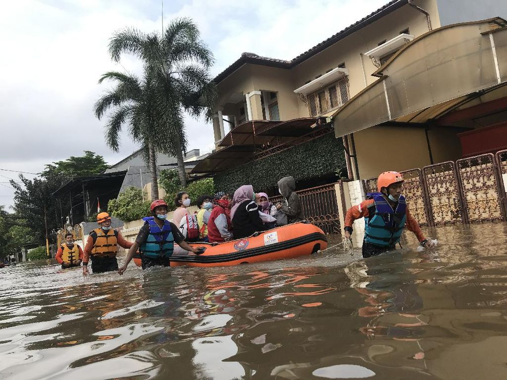 Istana Raja Dangdut Rhoma Irama Diterjang Banjir