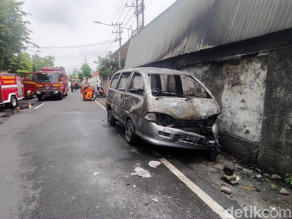 Korsleting, Mobil yang Diparkir Terbakar Saat Akan Dinyalakan