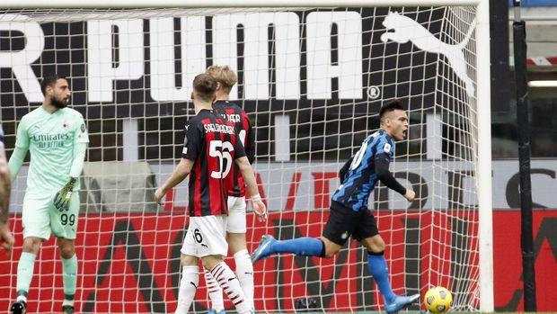 Inter Milan's Lautaro Martinez celebrates after scoring his side's opening goal during the Serie A soccer match between AC Milan and Inter Milan, at the Milan San Siro Stadium, Italy, Sunday, Feb. 21, 2021. (AP Photo/Antonio Calanni)