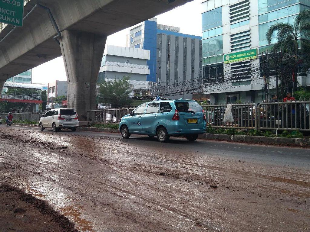Banjir di Jalan Tendean Jaksel Surut, Kendaraan Sudah Bisa Melintas