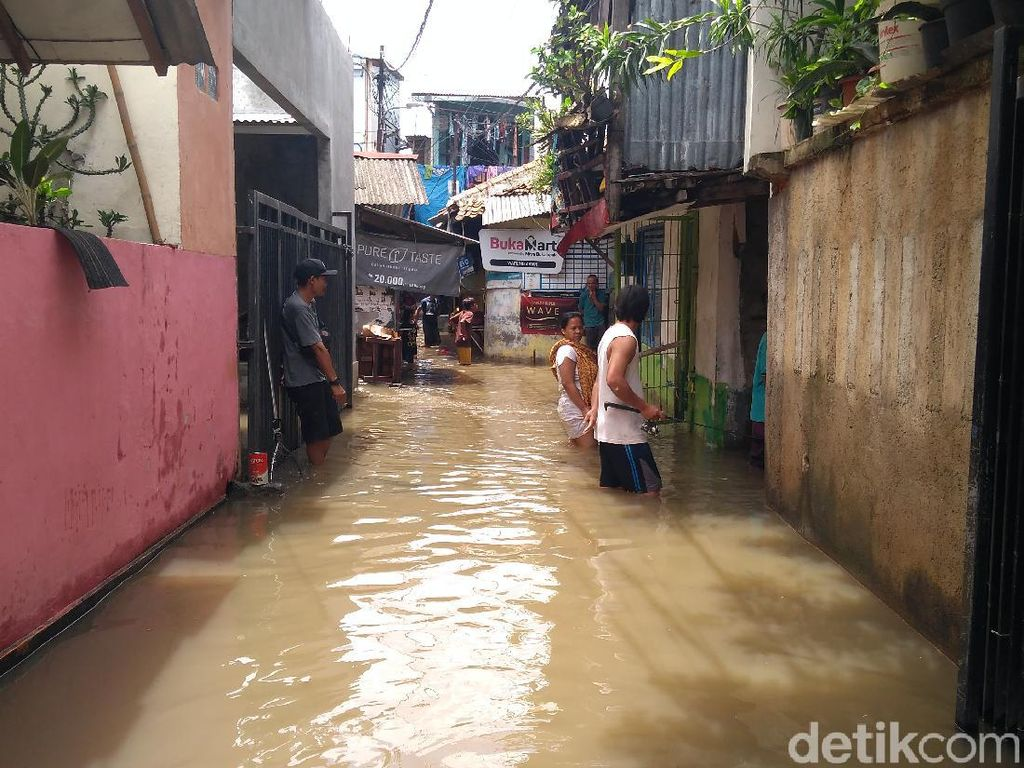 Suara Warga Jatipadang Jaksel ke Pemprov: Masa Tiap Hujan Banjir Terus