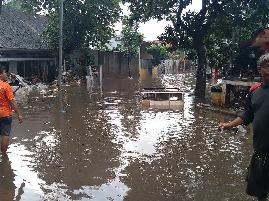 BPBD DKI: 49 RT Masih Terendam Banjir, 5 Orang Meninggal