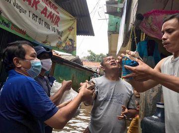 Berbagi untuk Korban Banjir Jakarta