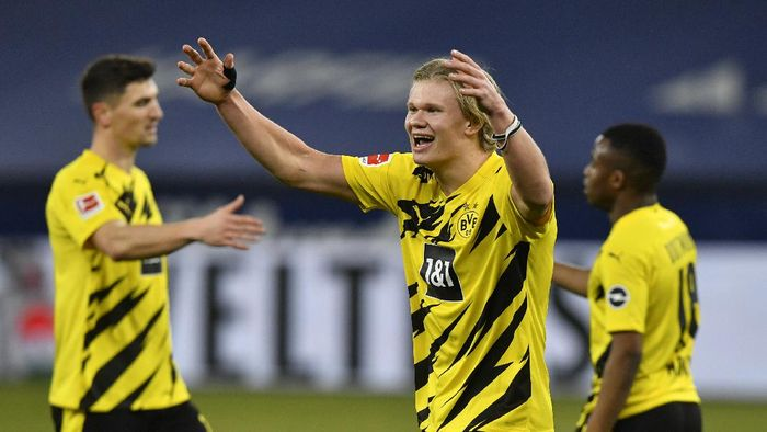 Dortmunds Erling Haaland celebrates at the end of the German Bundesliga soccer match between FC Schalke 04 and Borussia Dortmund in Gelsenkirchen, Germany, Saturday, Feb. 20, 2021. Haaland scored twice in Dortmunds 4-0 win. (AP Photo/Martin Meissner, Pool)