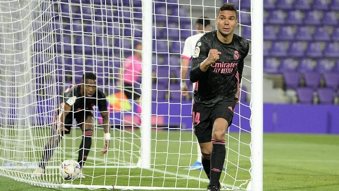 VALLADOLID, SPAIN - FEBRUARY 20: Casemiro of Real Madrid celebrates after scoring their sides first goal during the La Liga Santander match between Real Valladolid CF and Real Madrid at Estadio Municipal Jose Zorrilla on February 20, 2021 in Valladolid, Spain. Sporting stadiums around Spain remain under strict restrictions due to the Coronavirus Pandemic as Government social distancing laws prohibit fans inside venues resulting in games being played behind closed doors. (Photo by Octavio Passos/Getty Images)