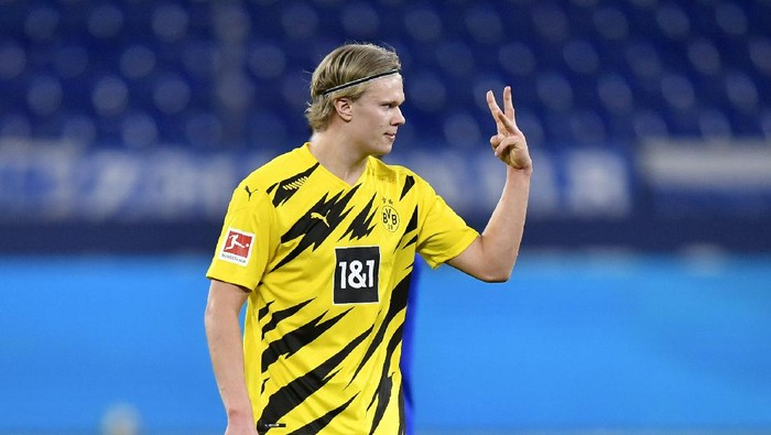 Dortmunds Erling Haaland gestures during the German Bundesliga soccer match between FC Schalke 04 and Borussia Dortmund in Gelsenkirchen, Germany, Saturday, Feb. 20, 2021. (AP Photo/Martin Meissner, Pool)