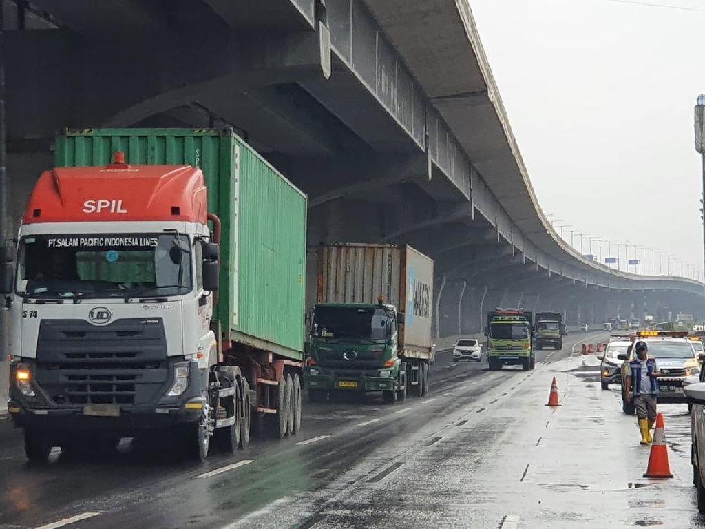 Genangan di Km 19 Tol Japek Surut, Simpang Susun Bitung Masih Tergenang