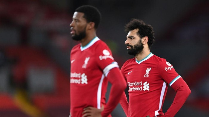 LIVERPOOL, ENGLAND - FEBRUARY 20: Georginio Wijnaldum of Liverpool and Mohamed Salah of Liverpool look dejected after conceding a second goal during the Premier League match between Liverpool and Everton at Anfield on February 20, 2021 in Liverpool, England. Sporting stadiums around the UK remain under strict restrictions due to the Coronavirus Pandemic as Government social distancing laws prohibit fans inside venues resulting in games being played behind closed doors. (Photo by Laurence Griffiths/Getty Images)