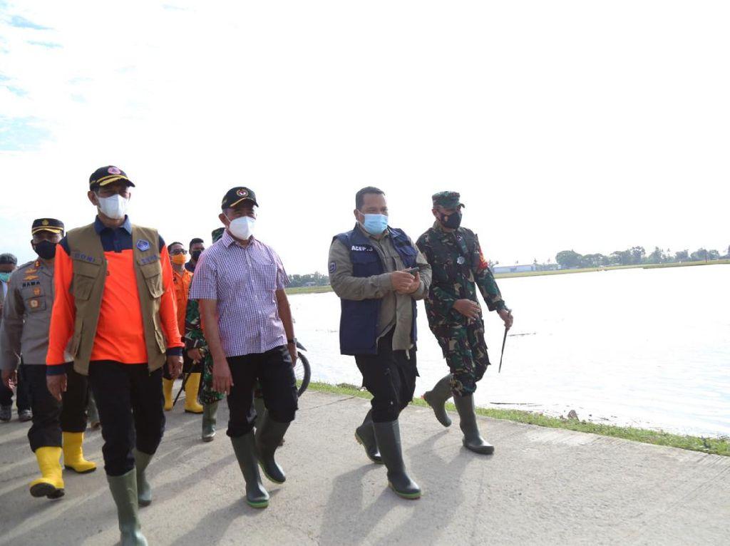 Tinjau Banjir Karawang, Menko PMK Minta Penanganan Tak Angin-anginan