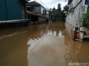 Perumahan Buana Jaya Bekasi Masih Terendam Banjir