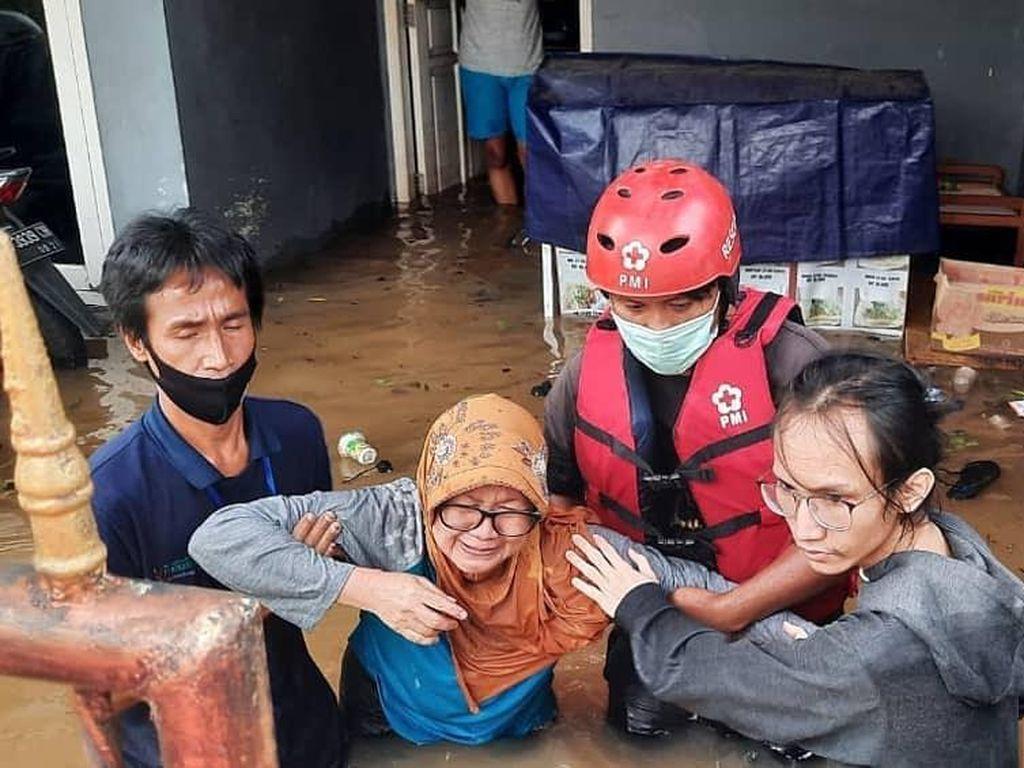 Tanggap Darurat Banjir, PMI Banten Turunkan Logistik & Relawan