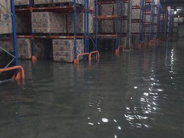 Potret Barang-barang di Minimarket Hanyut Kena Banjir
