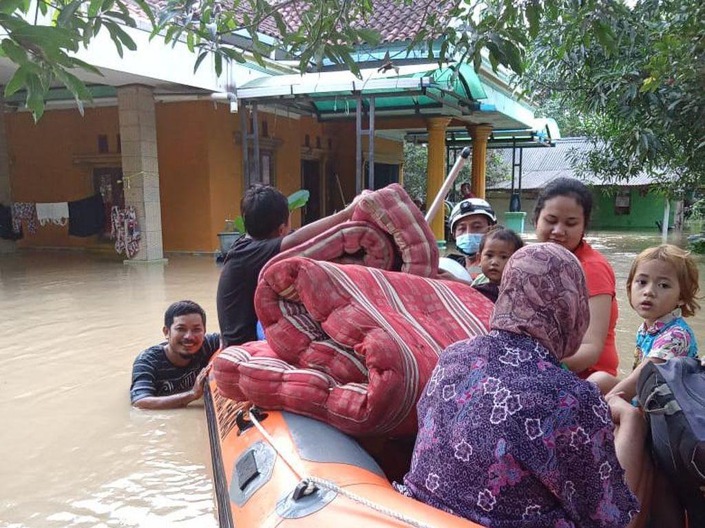 Tanggul Citarum Jebol: 4 Desa di Bekasi Terendam Banjir, 5 Rumah Hanyut