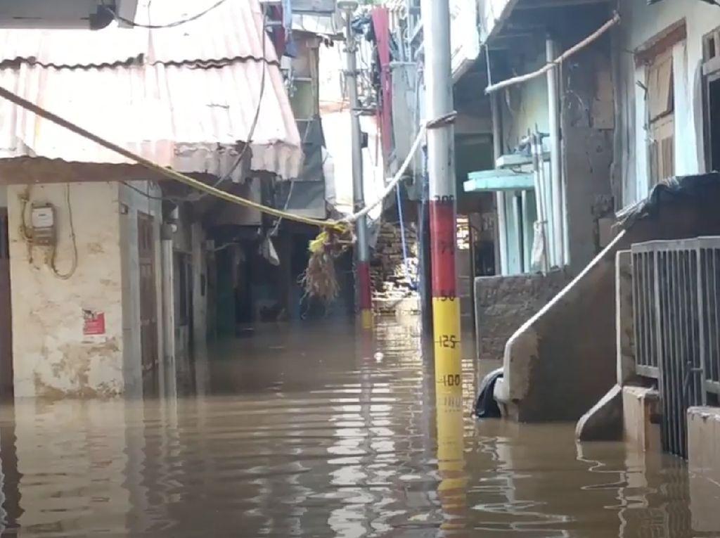Sempat Surut, Banjir di Kebon Pala Jaktim Naik Lagi Sekitar 90 Cm
