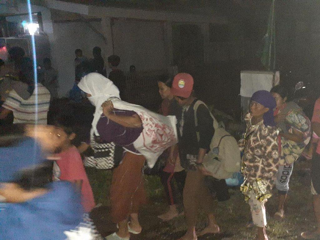 Warga Terdampak Banjir Tanggul Jebol Citarum Harap Bantuan Makanan-Selimut