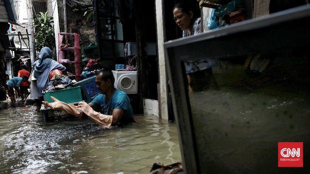 Puluhan rumah di Kelurahan Bangka, RT 10/RW 03, Kemang, Jakarta Selatan, terendam banjir akibat curah hujan tinggi selama beberapa hari. Minggu (21/2/2021). CNN Indonesia/Andry Novelino