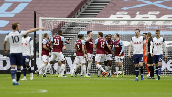 West Hams Michail Antonio, centre, celebrates with teammates after scoring his sides opening goal during the English Premier League soccer match between West Ham United and Tottenham at the London Stadium in London, Saturday, Feb. 21, 2021. (AP Photo/Kirsty Wigglesworth, Pool)