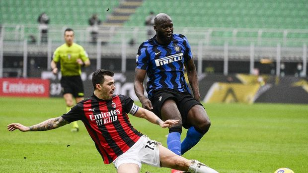 Inter's Romelo Lukaku, right, is tackled by AC Milan's Alessio Romagnoli during the Serie A soccer match between AC Milan and Inter Milan, at the San Siro Stadium in Milan, Italy, Sunday, Feb. 21, 2021. (Marco Alpozzi/LaPresse via AP)