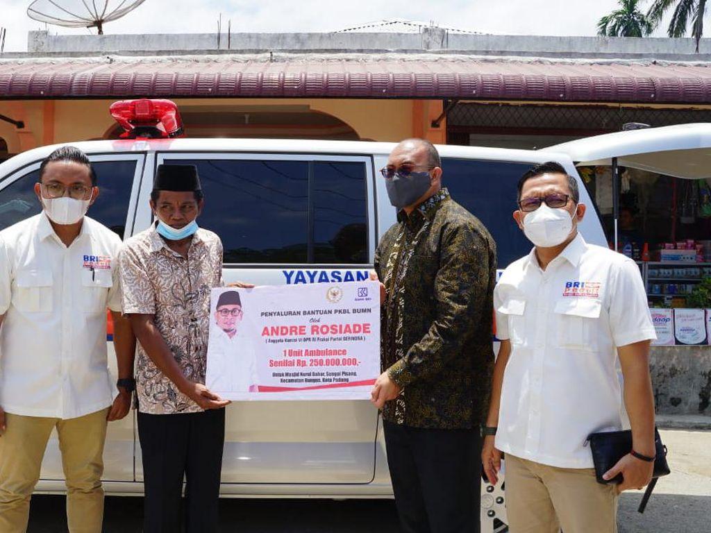 Andre Rosiade Penuhi Janji Beri Bantuan Ambulans di Sungai Pisang