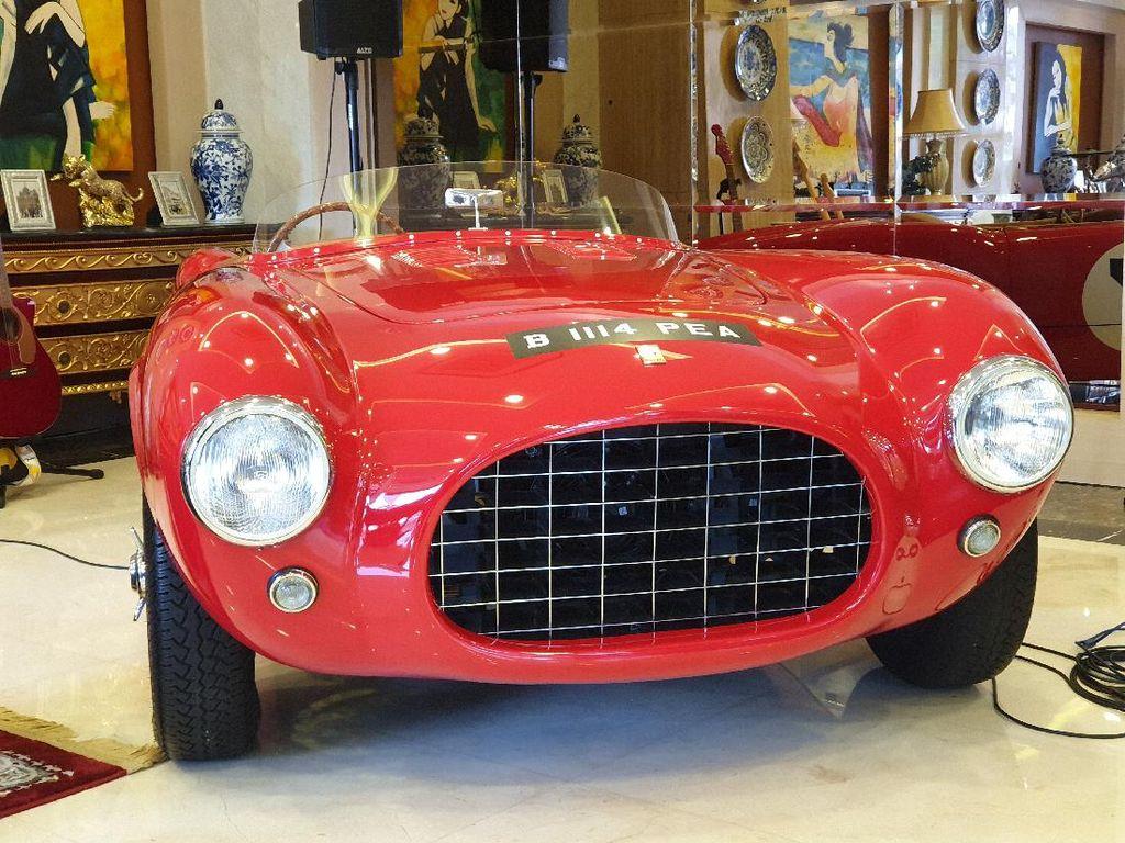 Lihat Lebih Dekat Ferrari Klasik yang Jadi Pajangan di Kantor Bamsoet