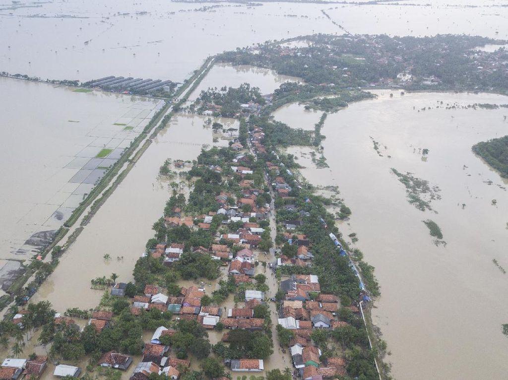 6 Fakta Tanggul Citarum Jebol Bikin Banjir Bekasi Meluas ke 9 Desa