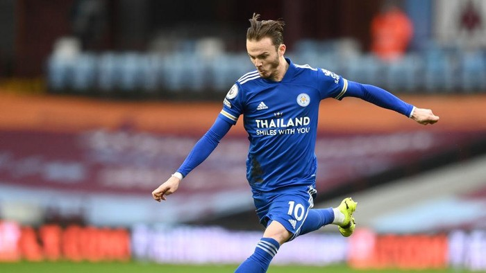 BIRMINGHAM, ENGLAND - FEBRUARY 21: James Maddison of Leicester City shoots during the Premier League match between Aston Villa and Leicester City at Villa Park on February 21, 2021 in Birmingham, England. Sporting stadiums around the UK remain under strict restrictions due to the Coronavirus Pandemic as Government social distancing laws prohibit fans inside venues resulting in games being played behind closed doors. (Photo by Michael Regan/Getty Images)