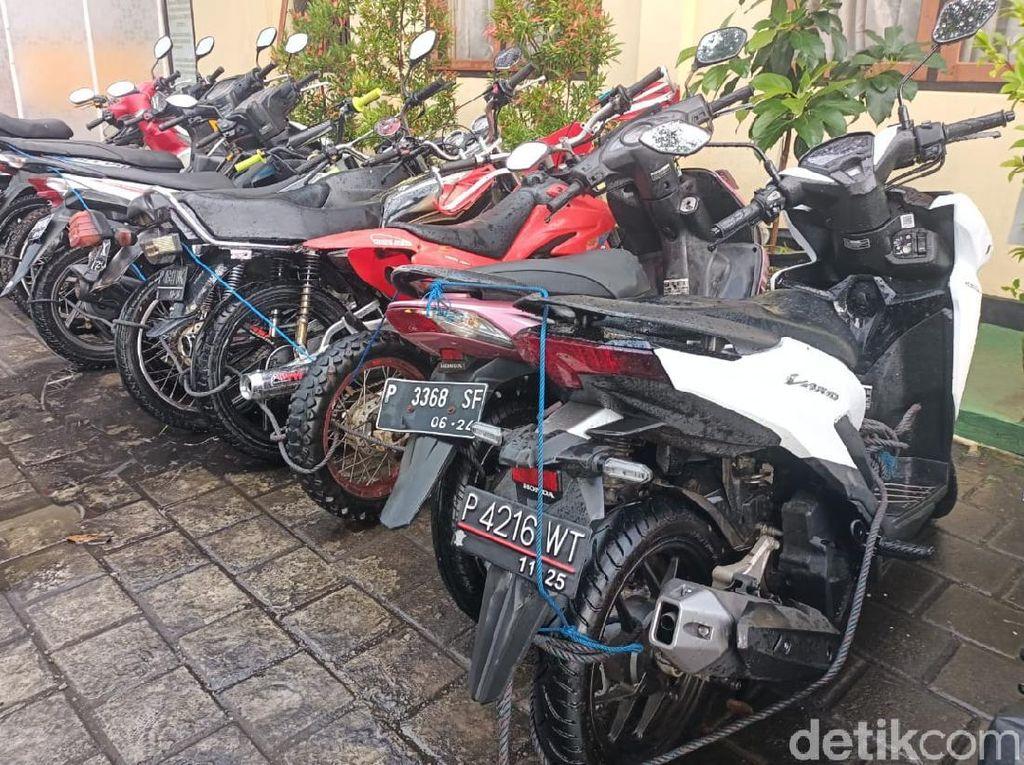 Gerebek Judi Sabung Ayam, Polisi Banyuwangi Sita 10 Motor dan 5 Jago