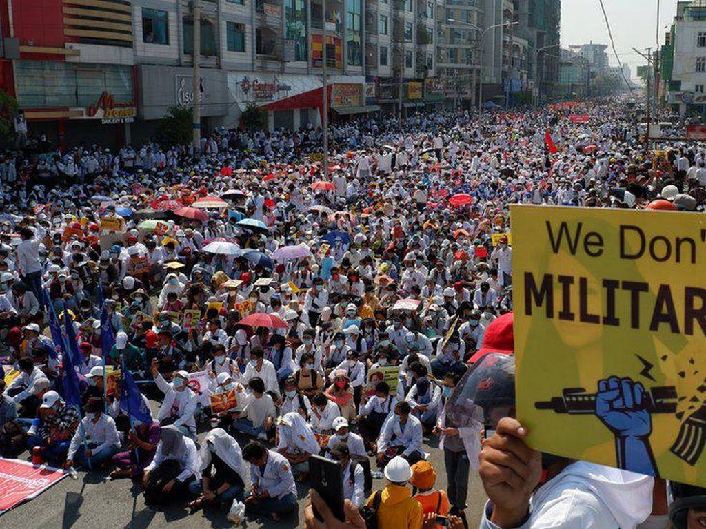 Lumpuhnya Militer Myanmar saat PNS Mogok Kerja