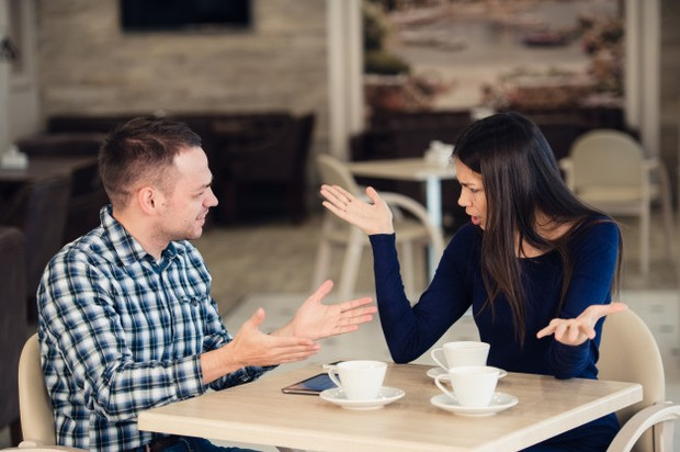 Seorang pasangan dapat menunjukkan rasa tidak hormat jika mereka tidak mengizinkan kamu memiliki waktu sendiri atau minta kamu menjelaskan apa yang akan kamu lakukan tanpanya.