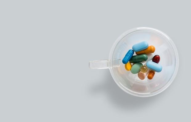 Jika kebutuhan vitamin B12 tidak terpenuhi melalui makanan atau suplemen, maka sariawan dapat berkembang.